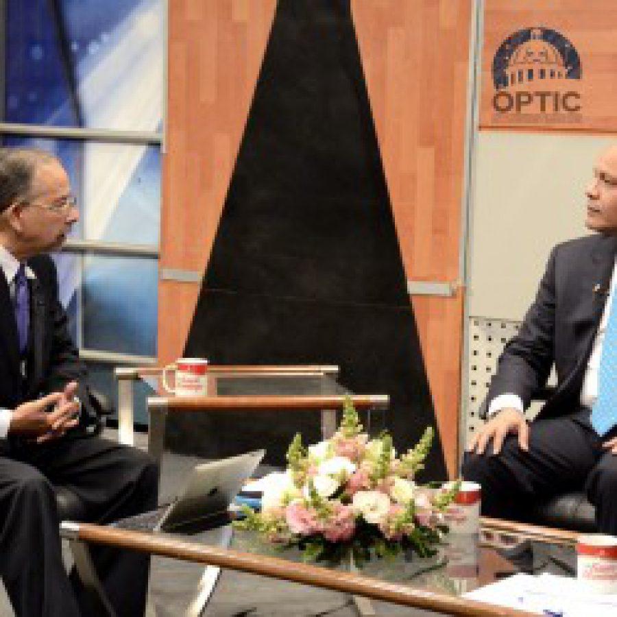 Director de OPTIC siendo entrevistado por Huchi Lora en programa de televisión