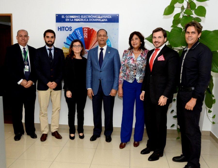 Director de la OPTIC junto a comisión de la OCDE