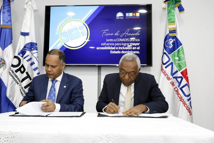 Director de OPTIC firma acuerdo con Director de CONADIS