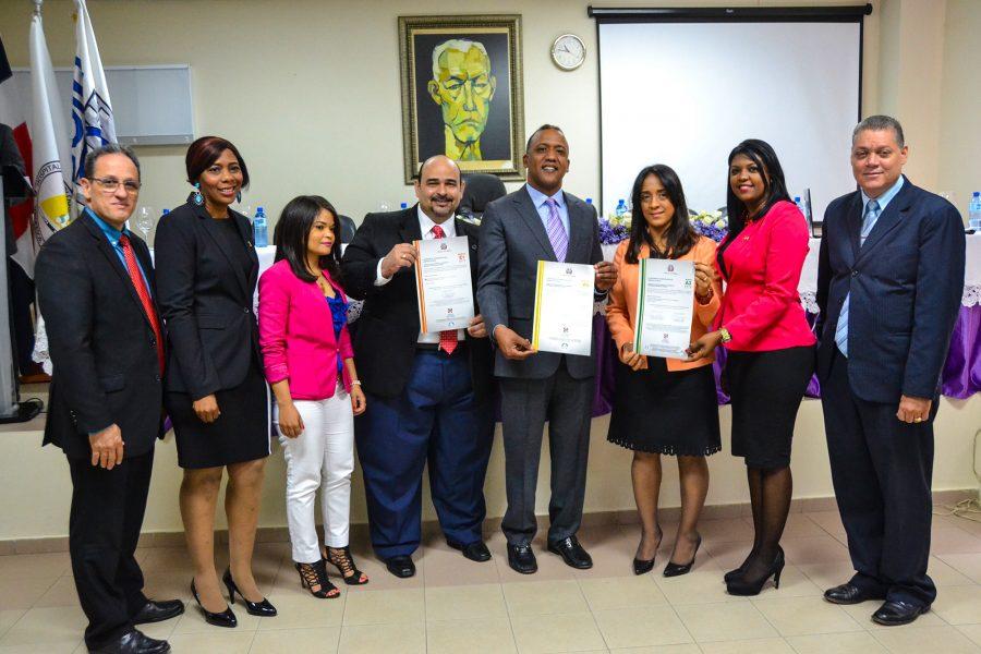 Representantes de OPTIC y DIGEIG entregan certificados NORTIC a Hospital Juan Bosch