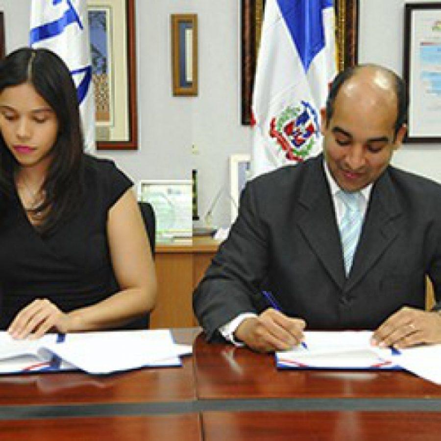 Firma de convenio entre OPTIC y el ITLA