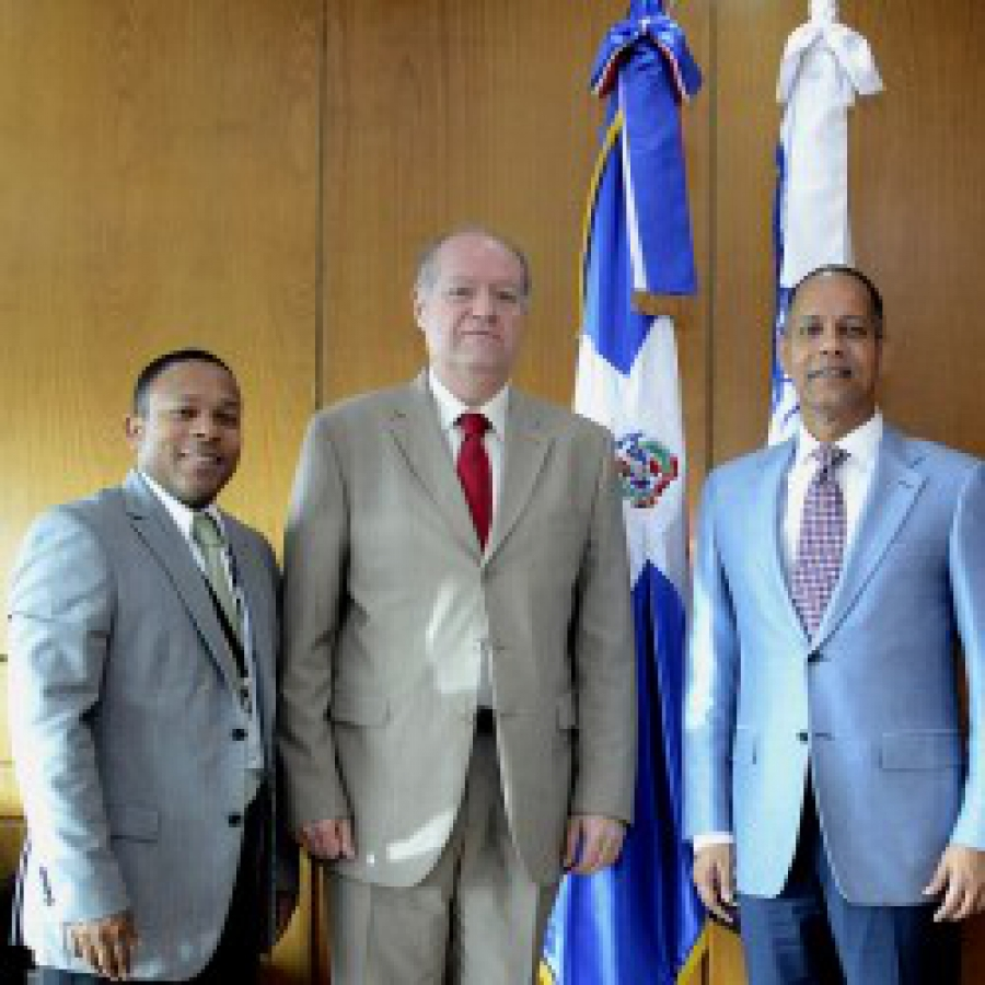 Director de OPTIC y Gerente de proyectos acompañan a auditor externo