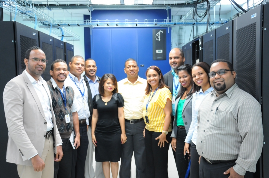 Representantes de OPTIC junto al personal del SIE