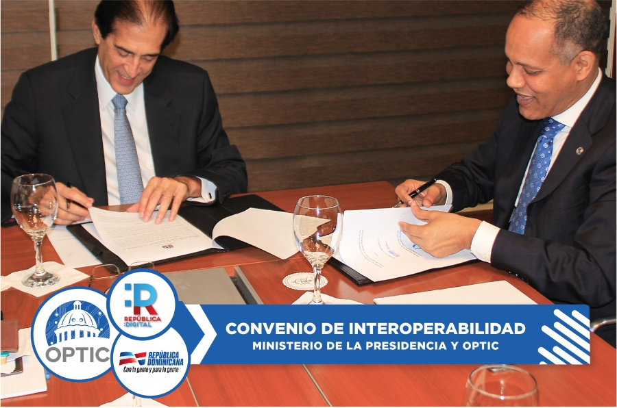 Director de OPTIC y Ministro de la Presidencia firmando acuerdo de interoperabilidad