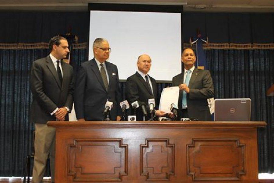Director de la OPTIC junto a miembros de la Procuraduría General de la República