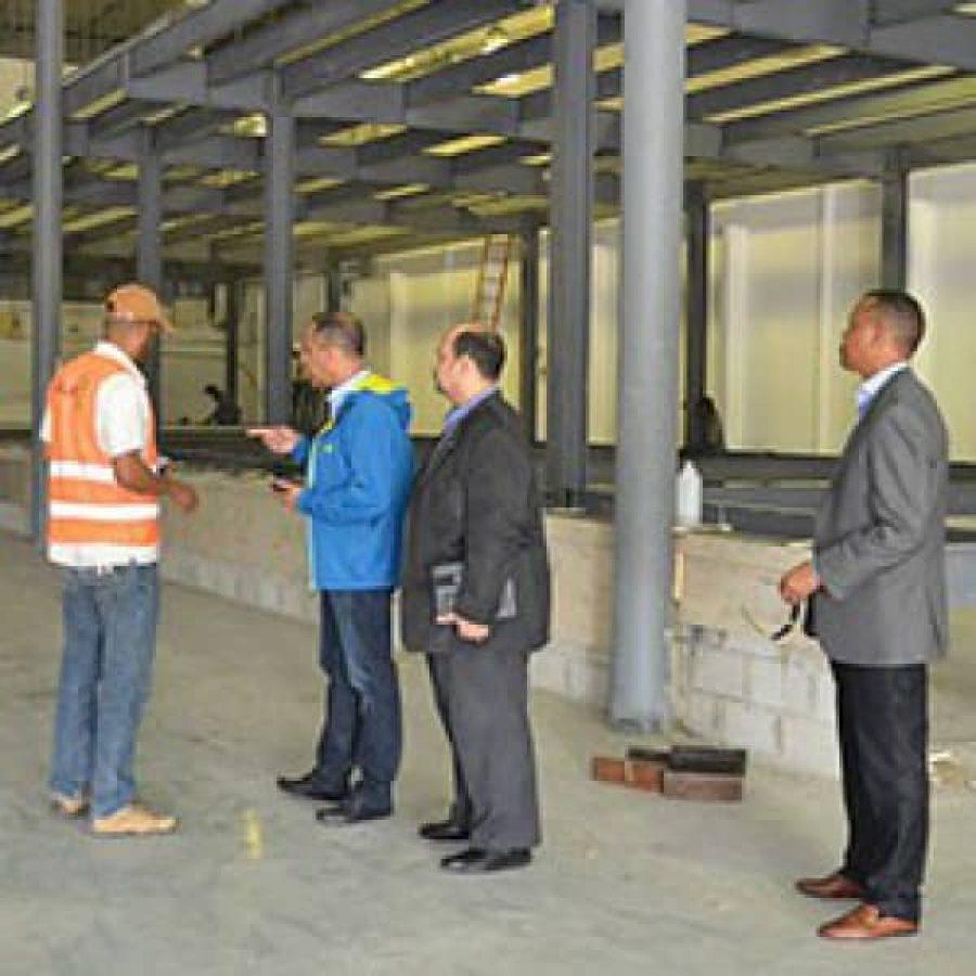 Miembros de OPTIC supervisando obra de construcción del Data Center del Estado