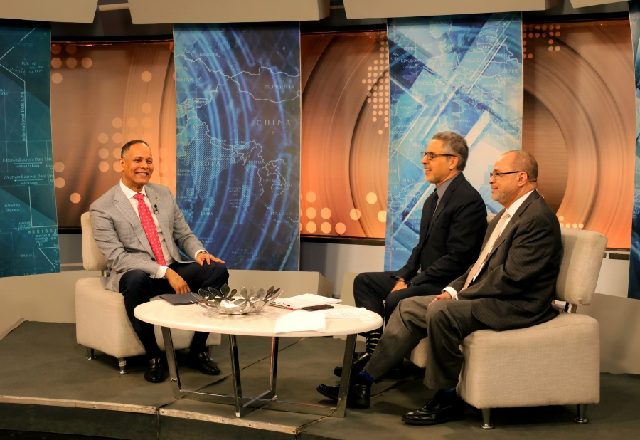 Director de OPTIC participando en diálogo en programa de televisión