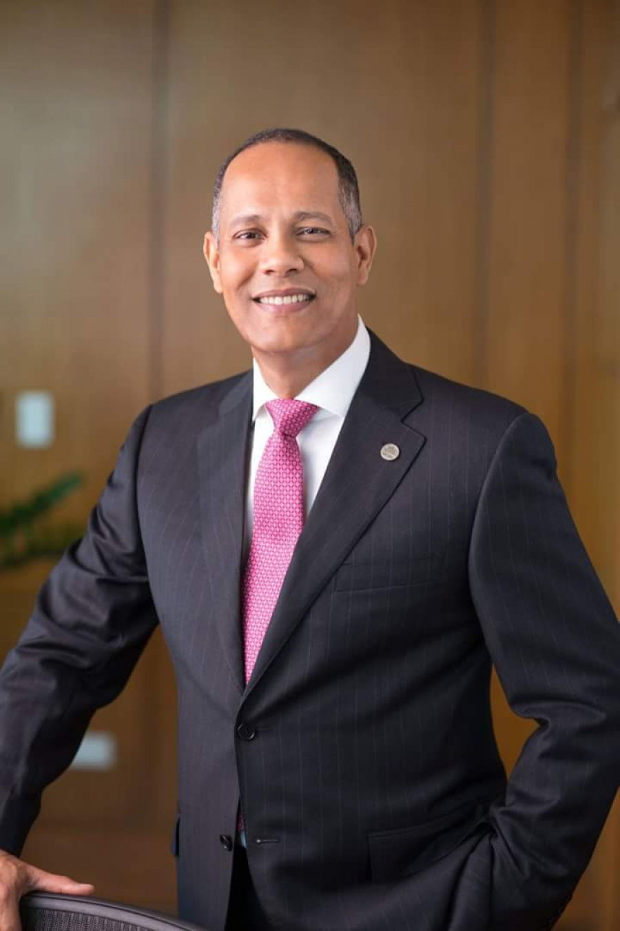 Director de la OPTIC, Ing. Armando García, sonriendo