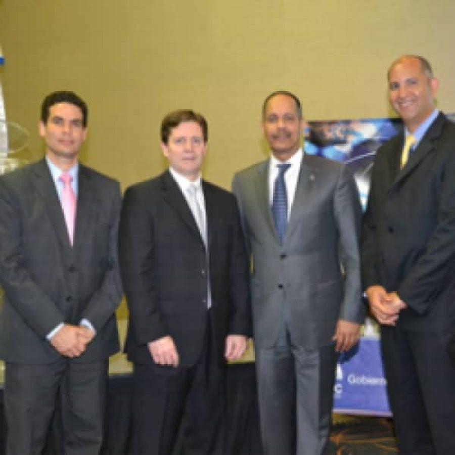 Director de OPTIC junto a expertos en gobierno electrónico de Canadá