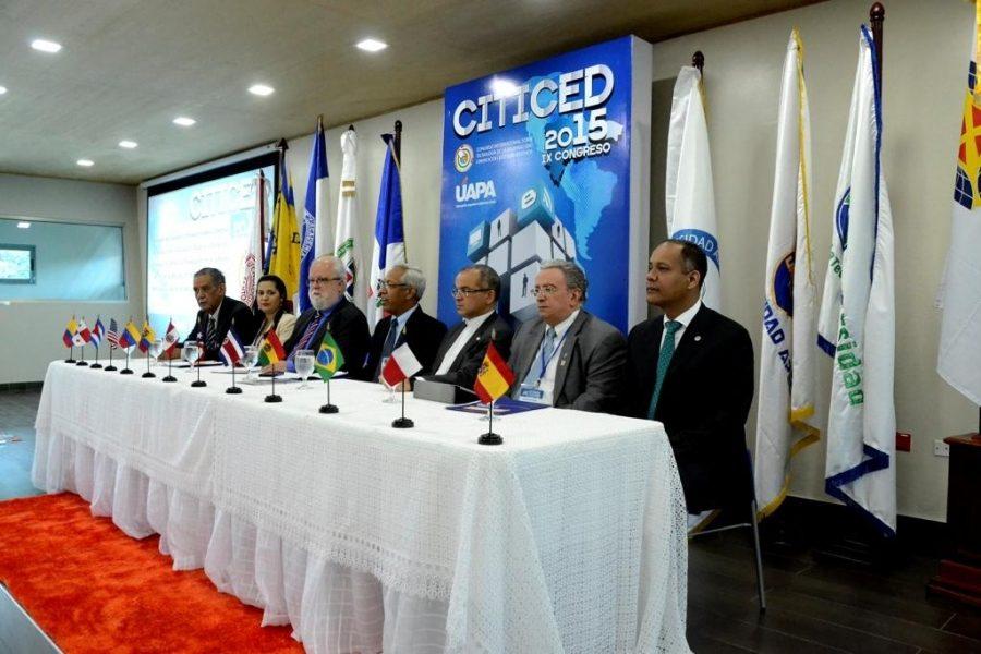 Miembros de la mesa de honor del Congreso Internacional sobre Tecnología de la Información, Comunicación y Educación a Distancia
