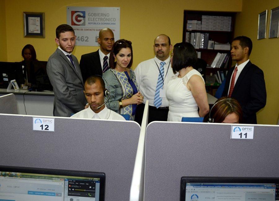 Delegación Hondureña recorriendo Centro de Contacto Gubernamental