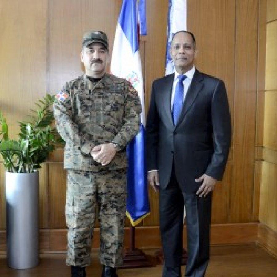 Director de OPTIC junto al Presidente de la Comisión Nacional de Emergencias