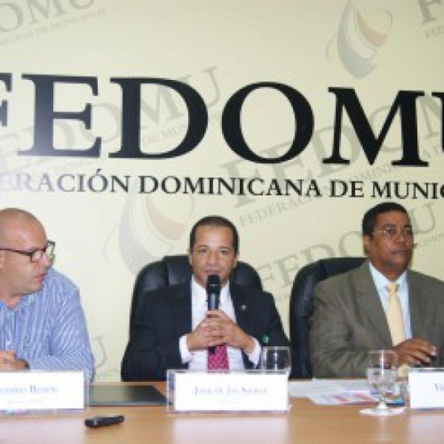 Reunión de funcionarios en FEDODIM