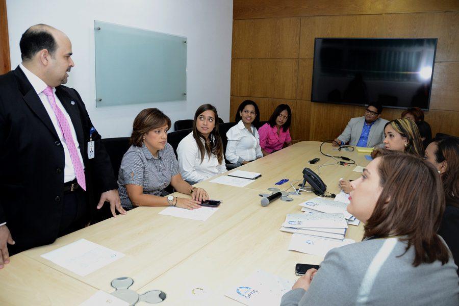 Parte del equipo de OPTIC reunidos con representantes de PROSOLI