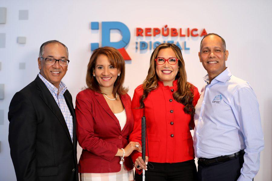 Ing. Armando García junto a colaboradores del Ministerio de la Presidencia