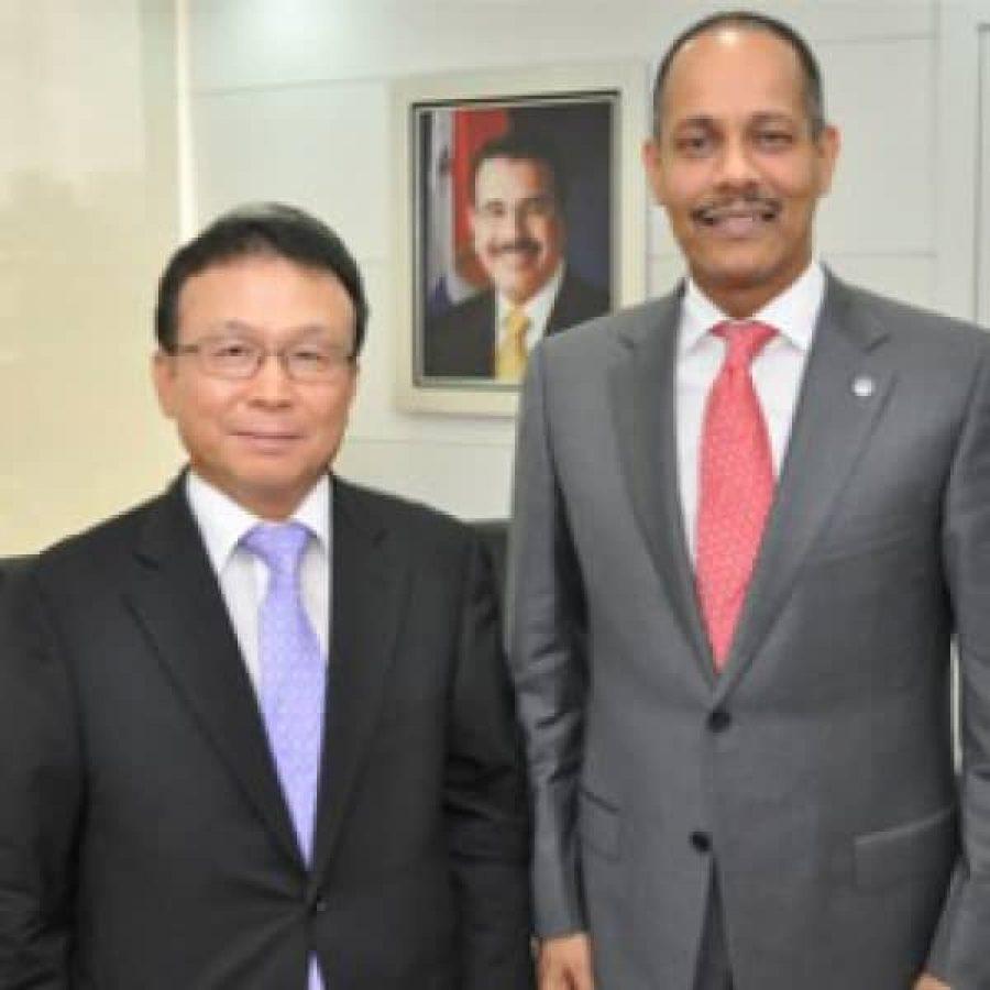 Director de la OPTIC junto al embajador de Corea del Sur
