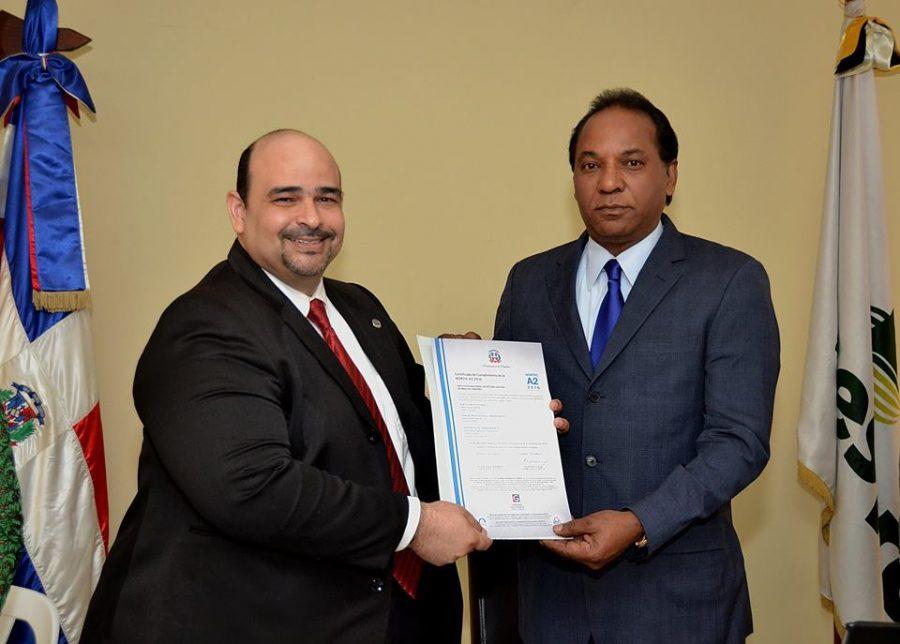 Director Técnico entrega certificación NORTIC a INESPRE