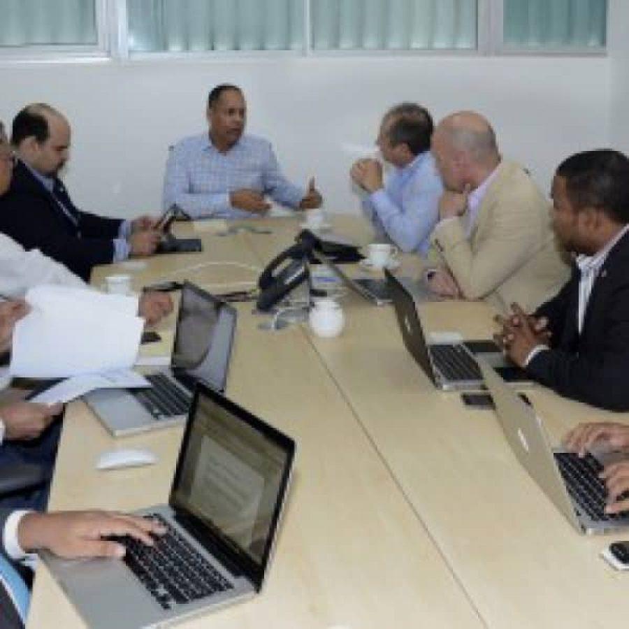 Director de la OPTIC reunido con su equipo administrativo