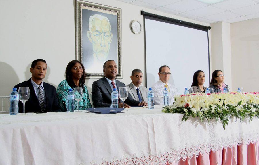 Representantes de OPTIC impartiendo charla al personal del Hospital Traumatológico y Quirúrgico de La Vega profesor Juan Bosch.