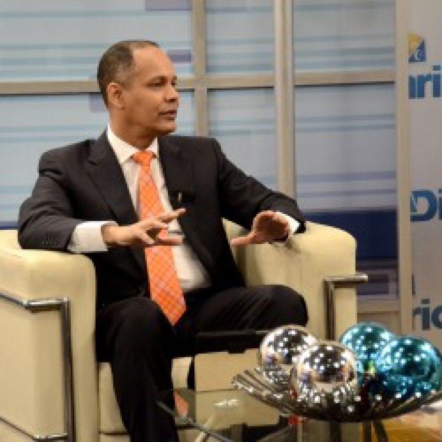 Director de OPTIC siendo entrevistado