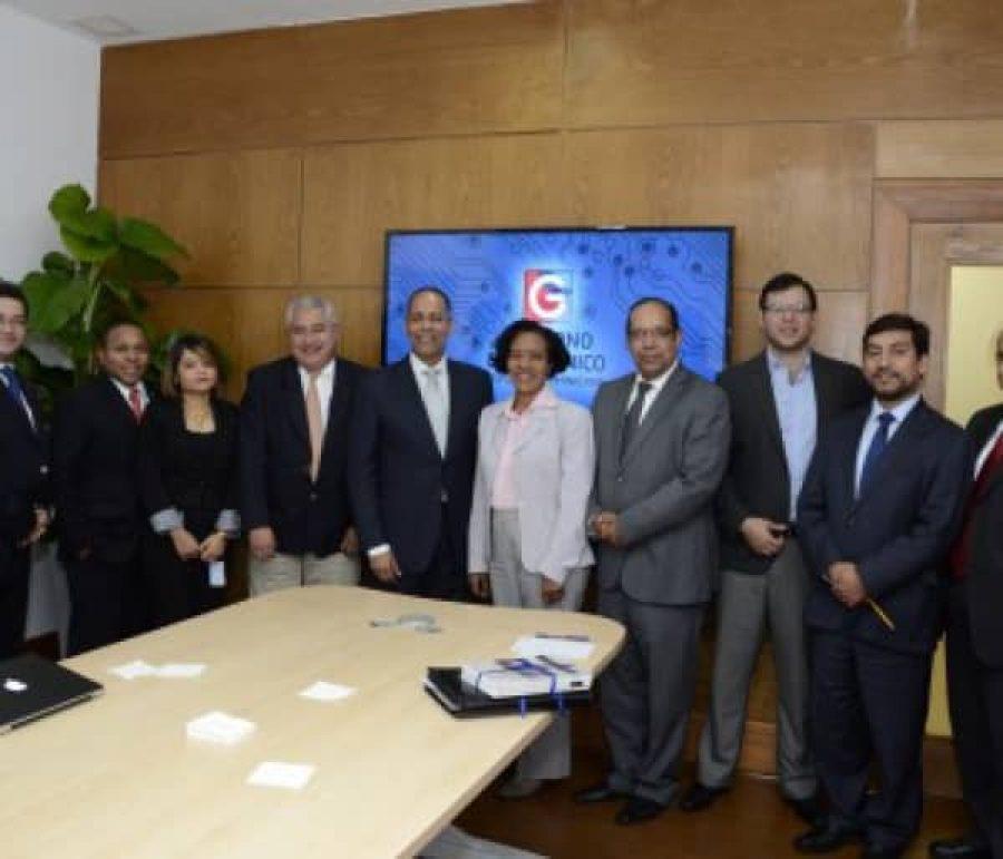 Director de OPTIC junto a misión de la OEA