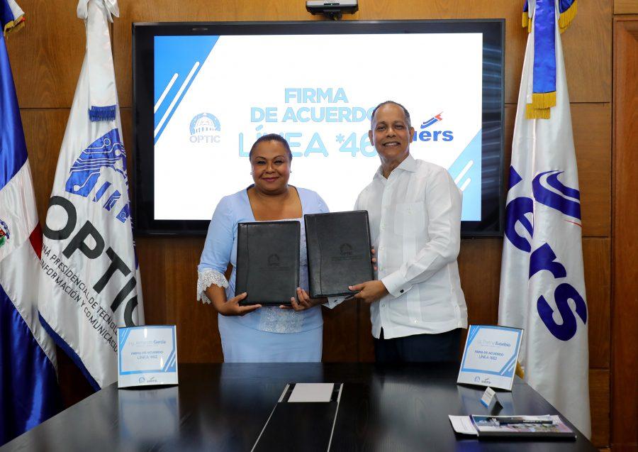 Director de OPTIC firma acuerdo con Directora de la UERS