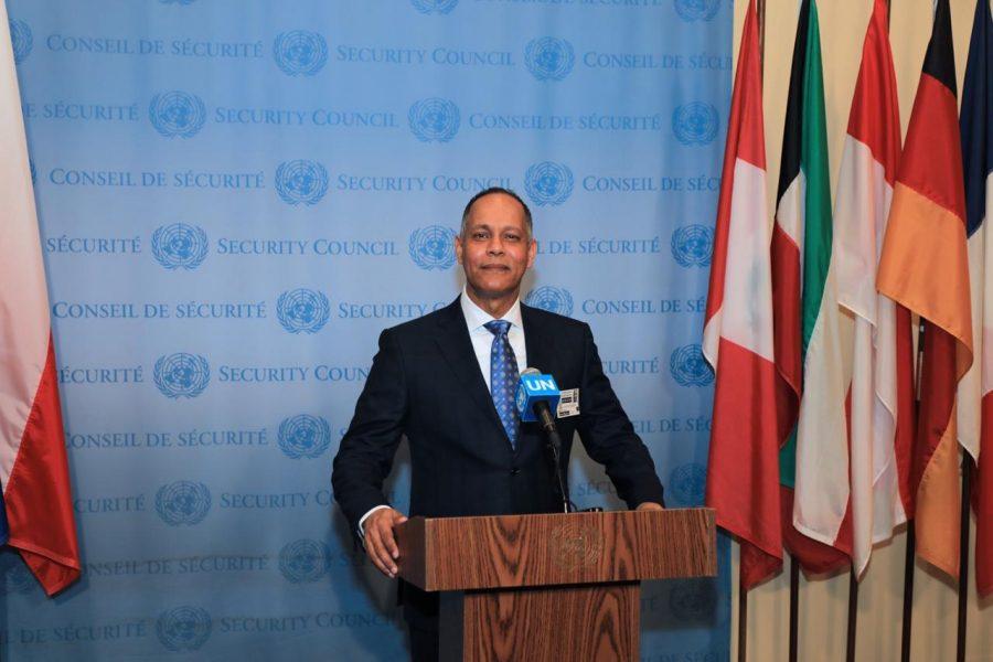 Director de la OPTIC, Ing. Armando García exponiendo frente al podio.